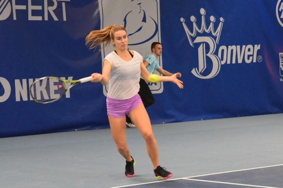 Štefková a Bouzková jsou na turnaji Caterpillar Burnie International v osmifinále