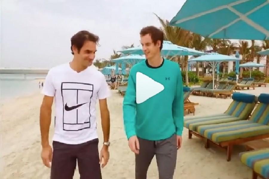 Příprava dvou velkých rivalů na další střetnutí? Federer s Murraym si proti sobě v Dubaji zahráli plážový tenis.