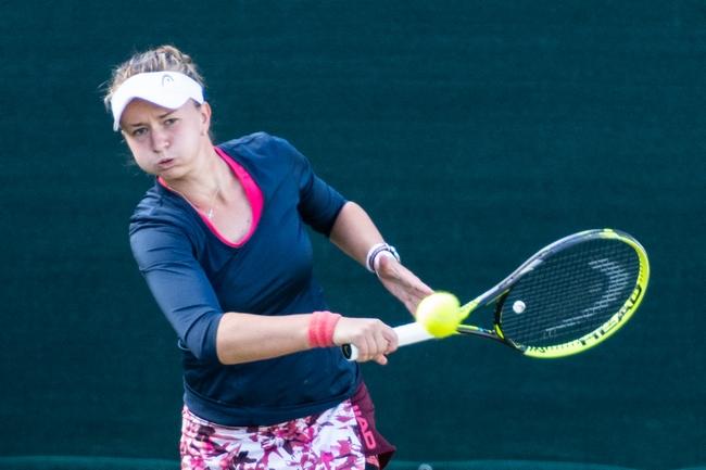 WTA Ostrava: Krejčíková první Češkou ve druhém kole. Vyzve Azarenkovou